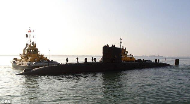 غواصة تشارك في عمليات البحث عن الطائرة الماليزية