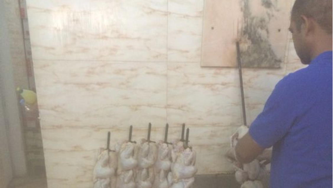أمانة الرياض تغلق 20 منشأة وتوقف 40 عاملاً