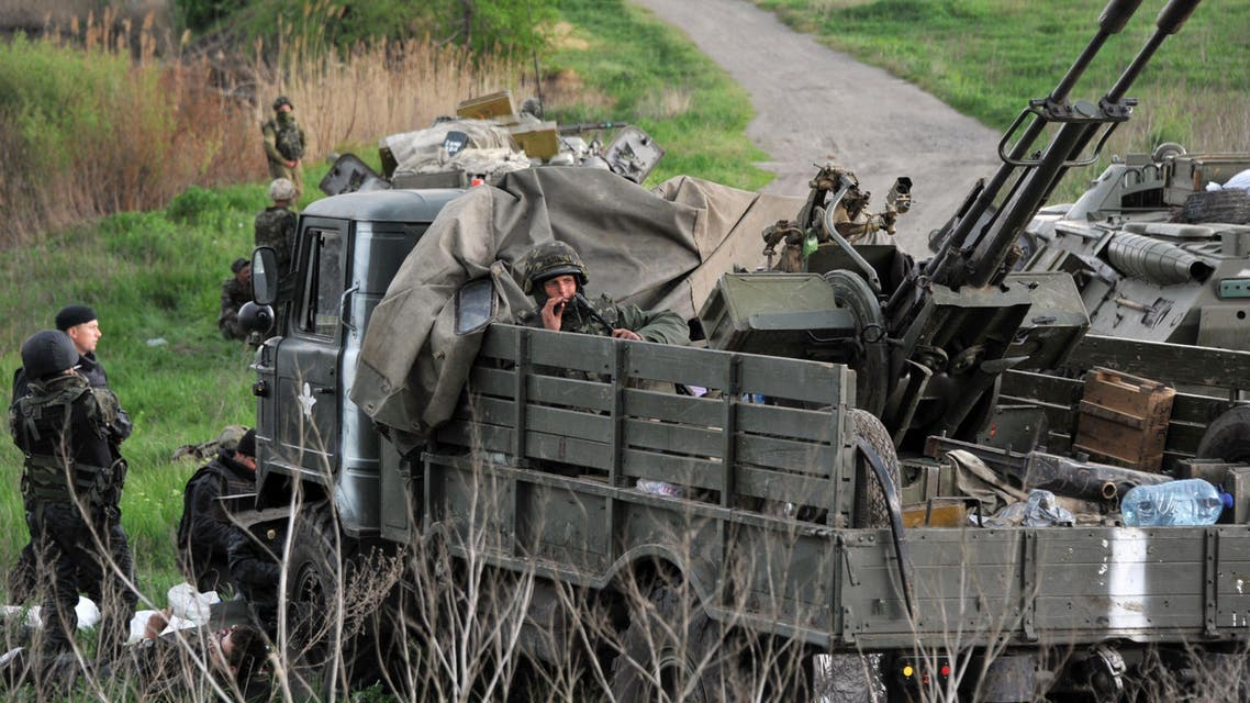 Ukrainian soldiers wait on the road as Pro-Russia separatists block the Kramators to Slavyansk road to prevent them from advancing on May 2, 2014. afp