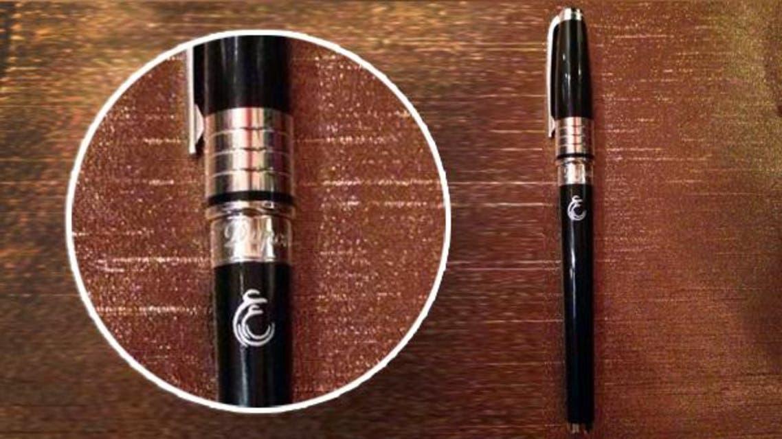 هذا القلم الذي قدمه الملك للطفل الذي أبهجه