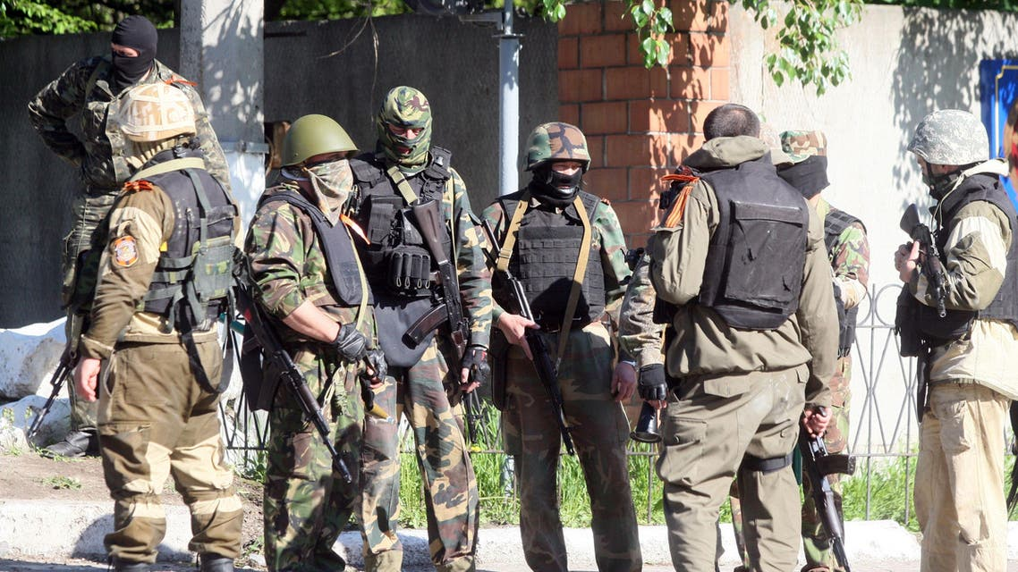 Armed pro-Russian militiants take position in eastern Ukrainian city of Donetsk on May 6, 2014. (AFP)