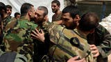 جنود من النظام السوري افرجت عنهم المعارضة في بستان القصر في حلب بعد اتفاق هدنة حمص