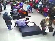 بالفيديو: سيدة محجبة تنشل حقيبة يد بطريقة جريئة