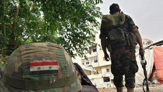جندي يتبع النظام السوري في حمص