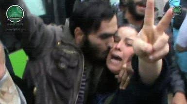 بالفيديو.. أم تلتقي ابنها المحاصر في حمص منذ عامين