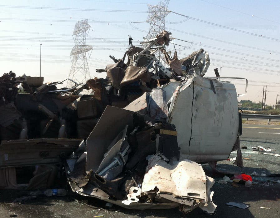 مقتل 13 شخصاً وإصابة 16 في حادث مرور مروع في دبي