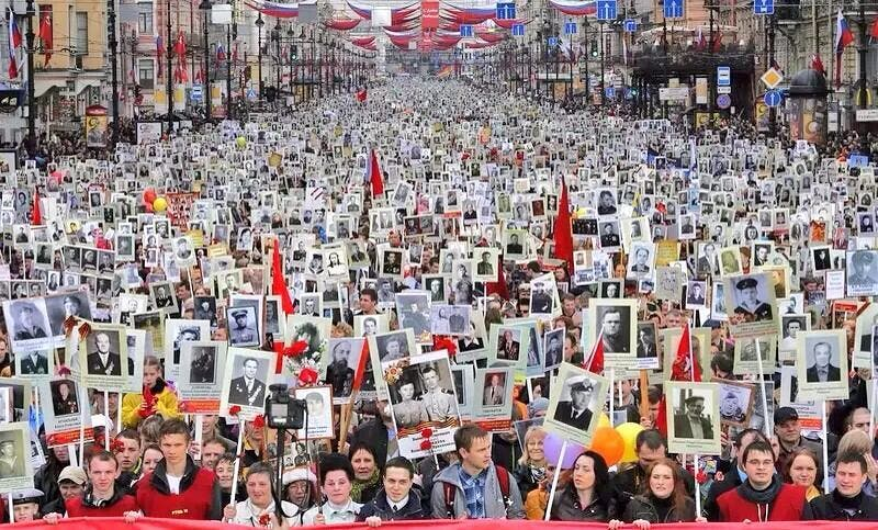 9 may 2014, Saint Petersburg. « Immortal regiment» movement – 30 000 local residents are holding the photos of their relatives who fought in the Great Patriotic War.