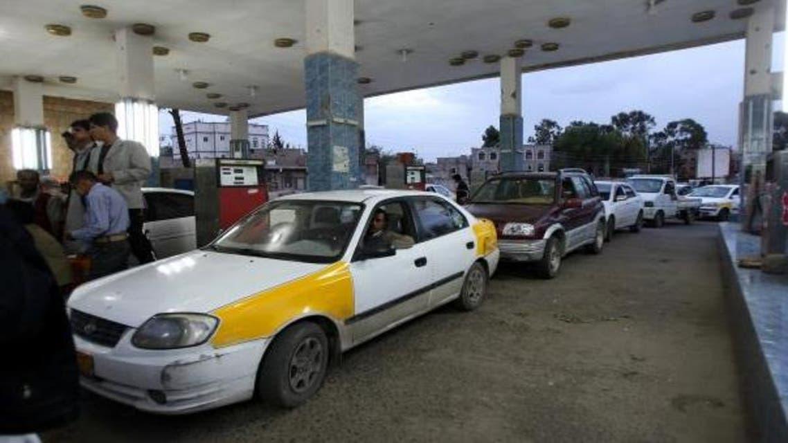 طابور على الوقود في اليمن