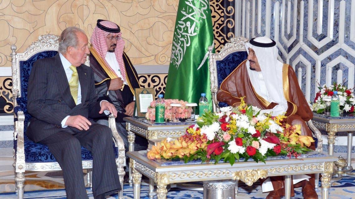A picture provided by the Saudi Press Agency (SPA) shows Saudi Arabian Crown Prince Salman bin Abdulaziz (R) meeting with Spanish King Juan Carlos (L) in Jeddah on May 17, 2014. (AFP)