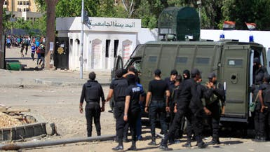 مقتل 3 جنود في إطلاق نار أمام جامعة الأزهر
