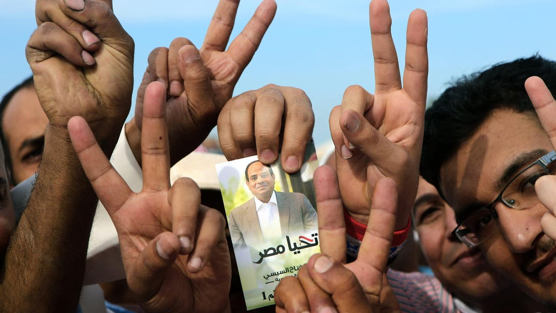 Egyptian expatriates living in Kuwait hold an image of Egypt's ex-army chief and presidential candidate Abdel Fattah al-Sisi, afp