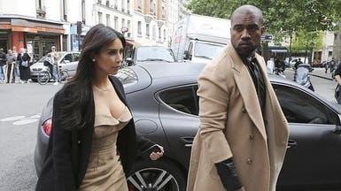 كيم كارديشيان تتسوق بباريس مع خطيبها قبيل الزفاف