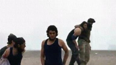 """فيديو.. أسر عناصر من """"داعش الإرهابي"""" في دير الزور"""