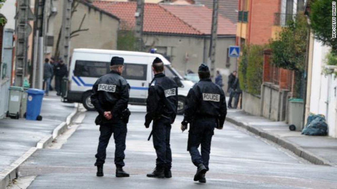 رجل يخصي رئيس بلدية فرنسية ويقتله ثم ينتحر