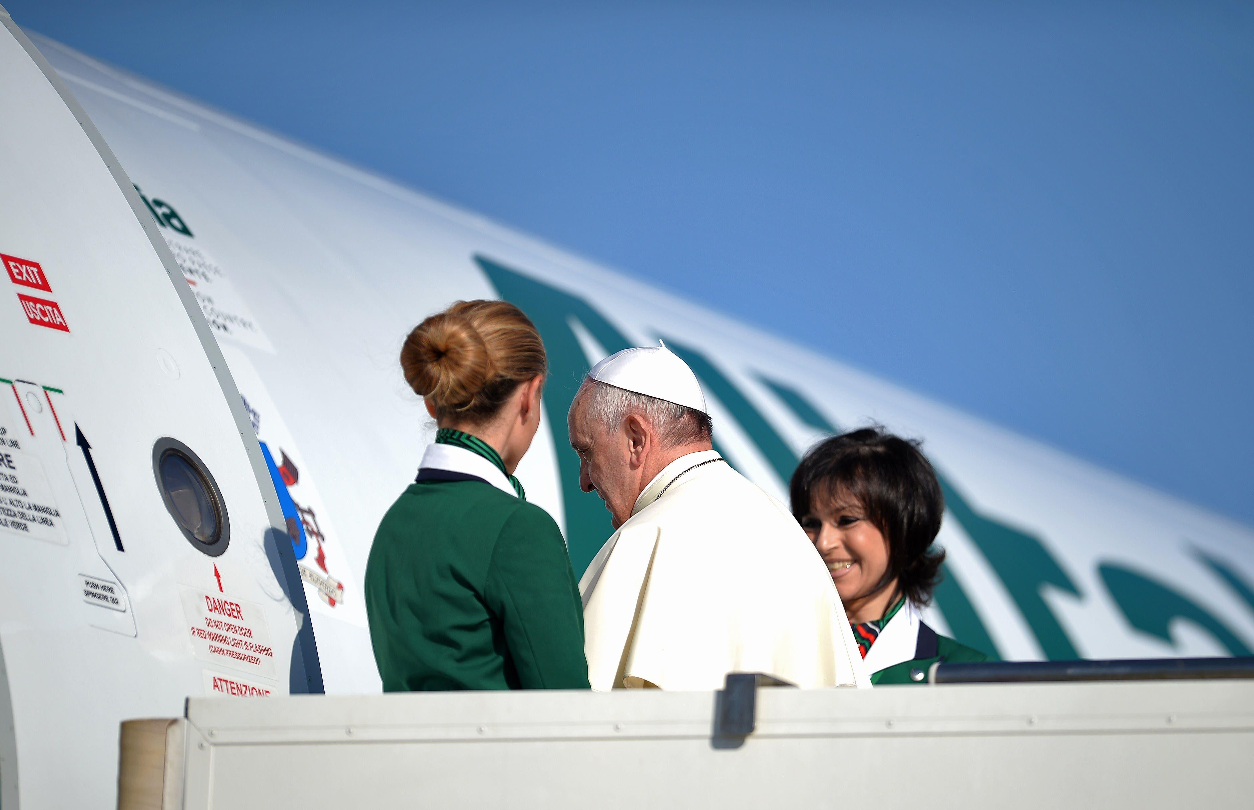 Pope Francis sets off on Holy Land tourur