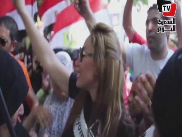 """ريهام سعيد ترقص على """"بشرة خير"""" وسط الناخبين"""