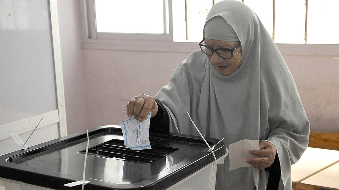 A woman casts her vote at a polling station in Egypt's northern coastal city of Alexandria on May 28, 2014. (AFP)