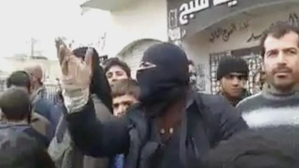 "THUMBNAIL_ مقاتل من ""داعش"" يمتدح الأسد ويشتم الثوار"