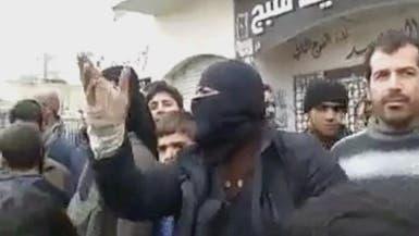 """مقاتل من """"داعش"""" يمتدح الأسد ويشتم الثوار"""