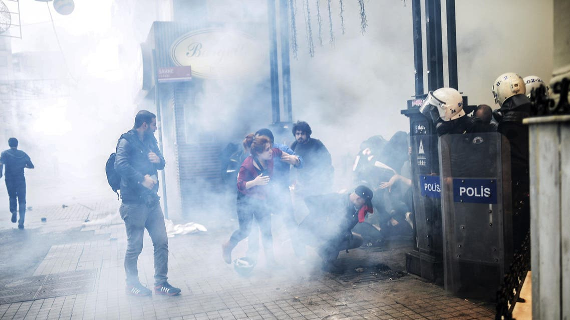 Turkish riot police use tear gas to disperse protesters gathered on the central Istoklal avenue near Taksim square in Istanbul, on May 31, 2014. (AFP)