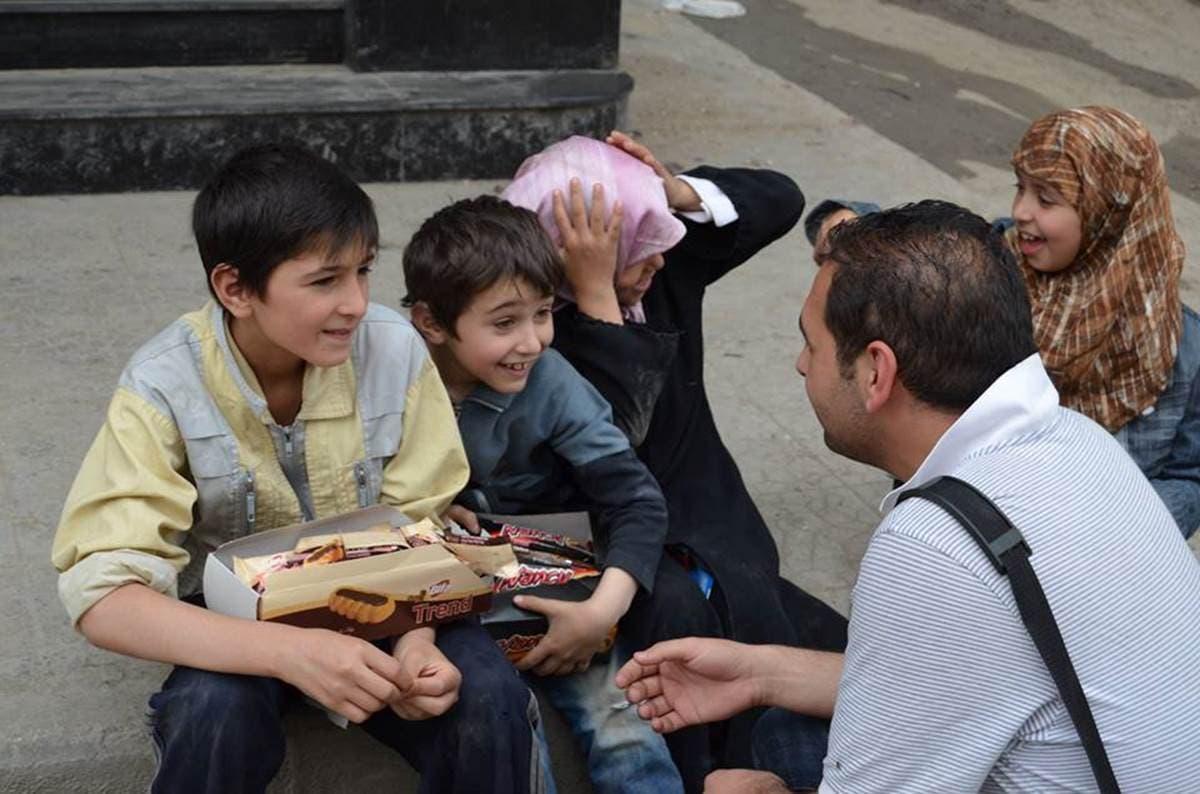 طفل اليسكويت في بستان القصر حلب