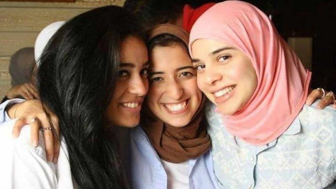 آية عبد الفتاح السيسي على اليمين