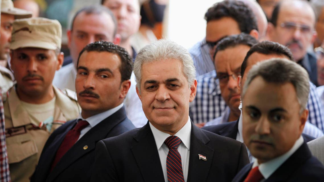 Presidential candidate Hamdeen Sabahi (C) waits to cast his vote during the presidential election in Cairo, May 26, 2014. (Reuters)