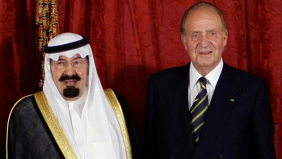 Saudi Arabia's King Abdullah (L) and Spanish King Juan Carlos pose for photographers before their dinner at Madrid's Royal Palace July 15,2008.  (Reuters)