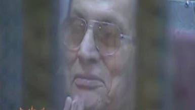 """مبارك يضحك لدى سماع محاميه يصفه بـ""""رحمه الله"""""""