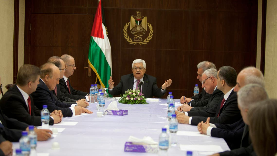 Palestinian President Mahmoud Abbas (C) meets with ministers of the unity government, in the West Bank city of Ramallah June 2, 2014. (Reuters)