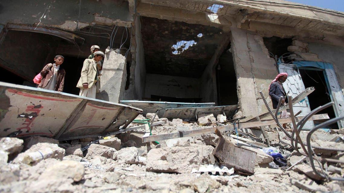 آثار الدمار في الاشتباكات بين الحوثيين والجيش اليمني في عمران