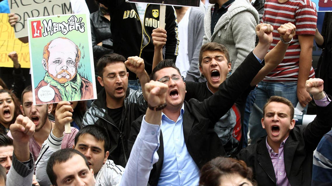Members of Turkey's main opposition Republican People's Party shout slogans and raise their fists as they protest against corruption, the prime minister and his government AFP