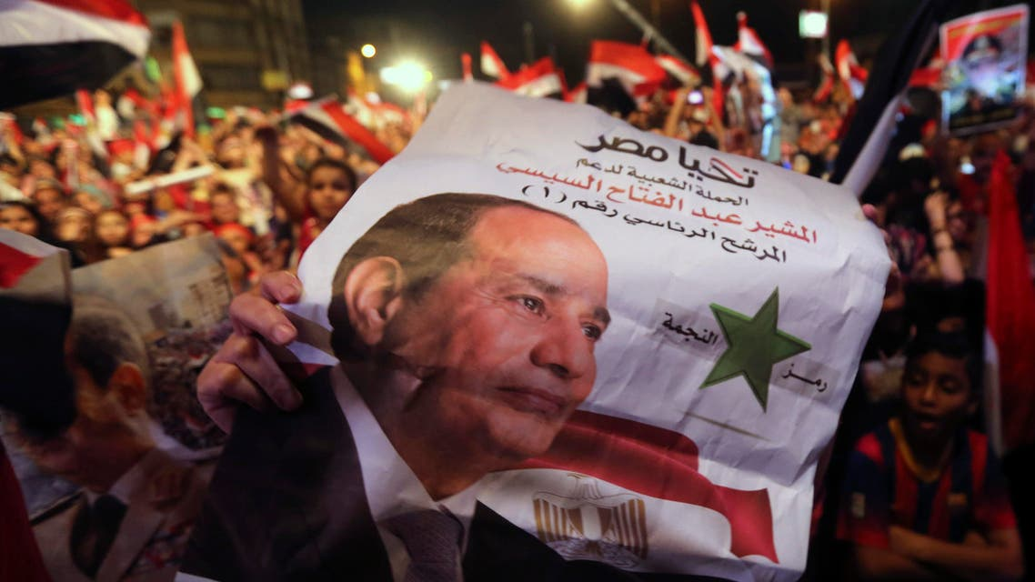 Egyptians gather outside the presidential palace to celebrate former Egyptian army chief Abdel Fattah al-Sisi's victory in the presidential vote in Cairo June 5, 2014.  (Reuters)