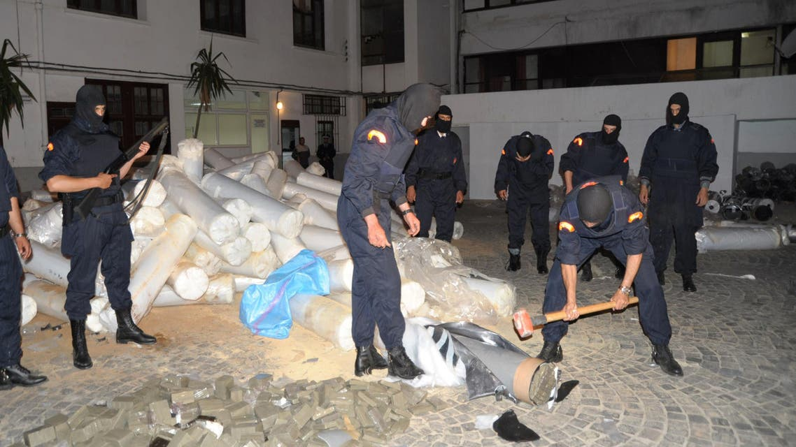 """Moroccan police seize 16.7 tonnes of hashish, known locally as """"chira"""", hidden inside plastic rollers and tubing during a raid on the Moroccan city of Casablanca on June 9, 2014.  (AFP)"""