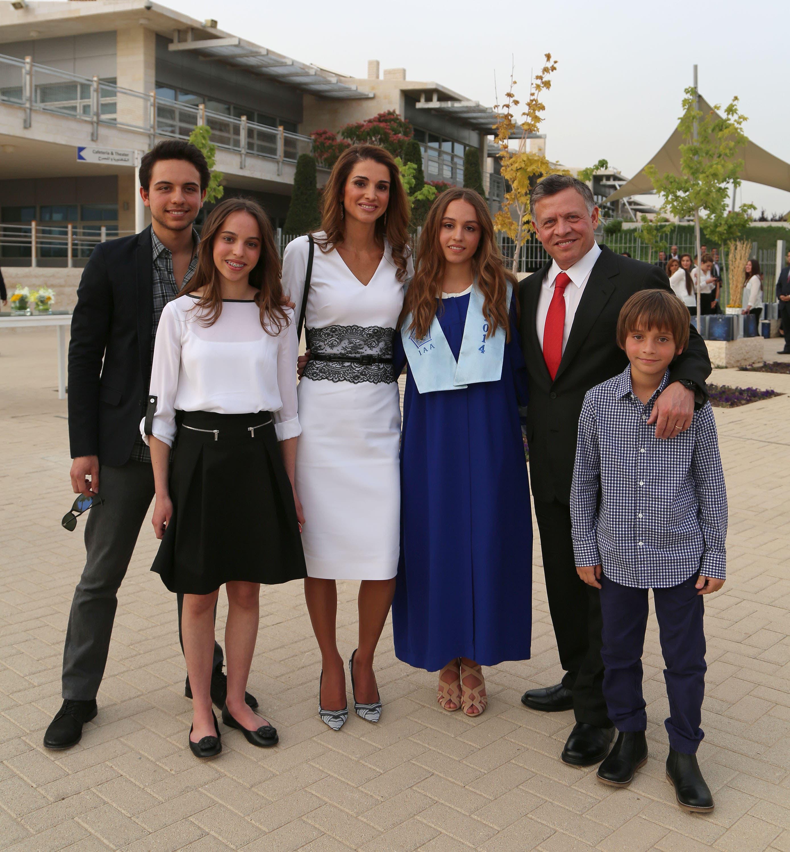 العاهل الأردني والملك رانيا في حفل تخرج ابنته