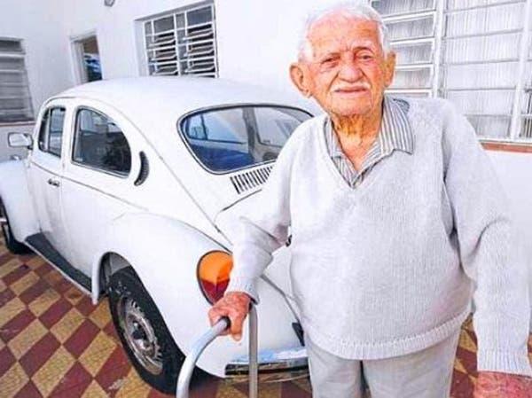 مشاعر أقدم لبناني في البرازيل تستيقظ وسيشجع الجزائر