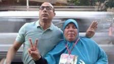 Egypt's 'Shut up your mouse Obama' lady photobombed by 'Rabaa sign man'