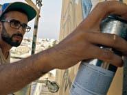 تونسي يرسم جدارية تجمع الخط العربي والغرافيتي بباريس