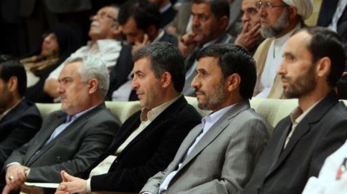 أحمدي نجاد مع بعض مساعدية