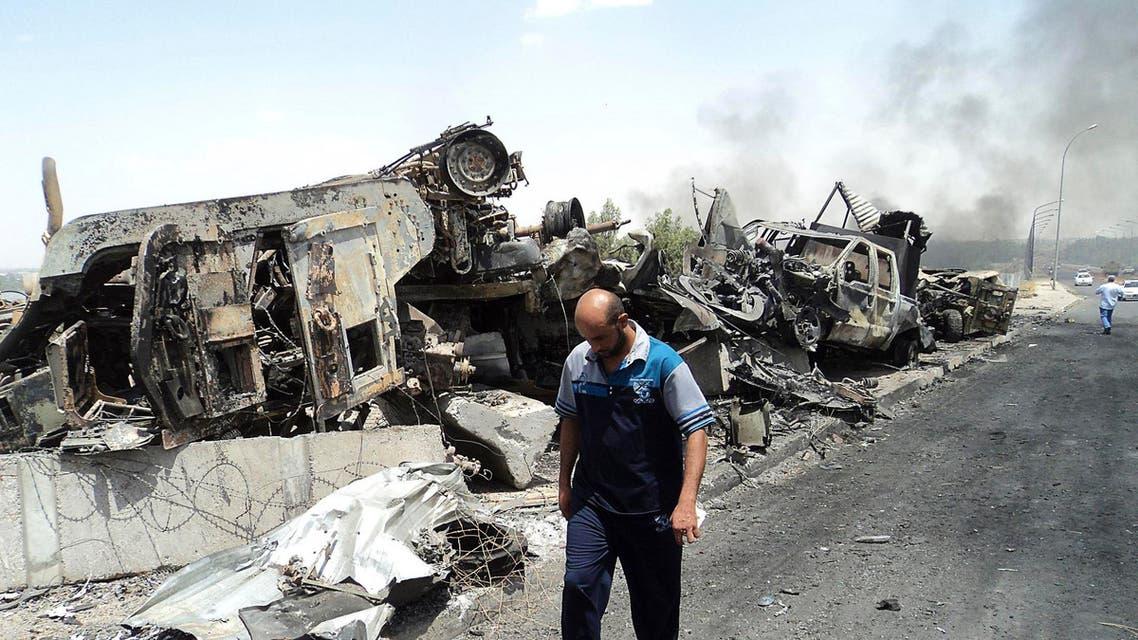 جانب من الدمار في الموصل العراق تفجير سيارة