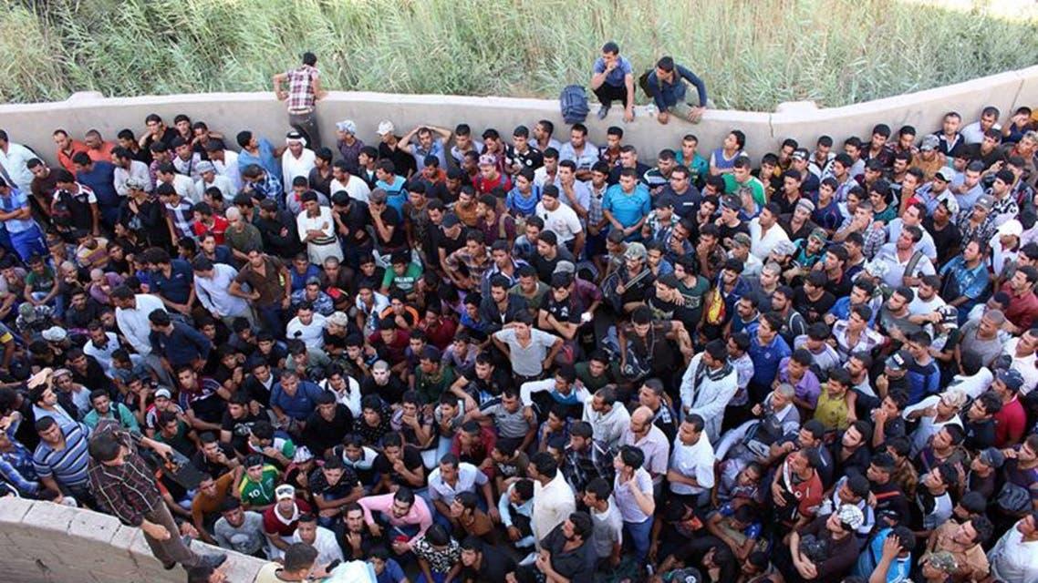 متطوعون ينضمون الى الجيش لمحاربة داعش في العراق
