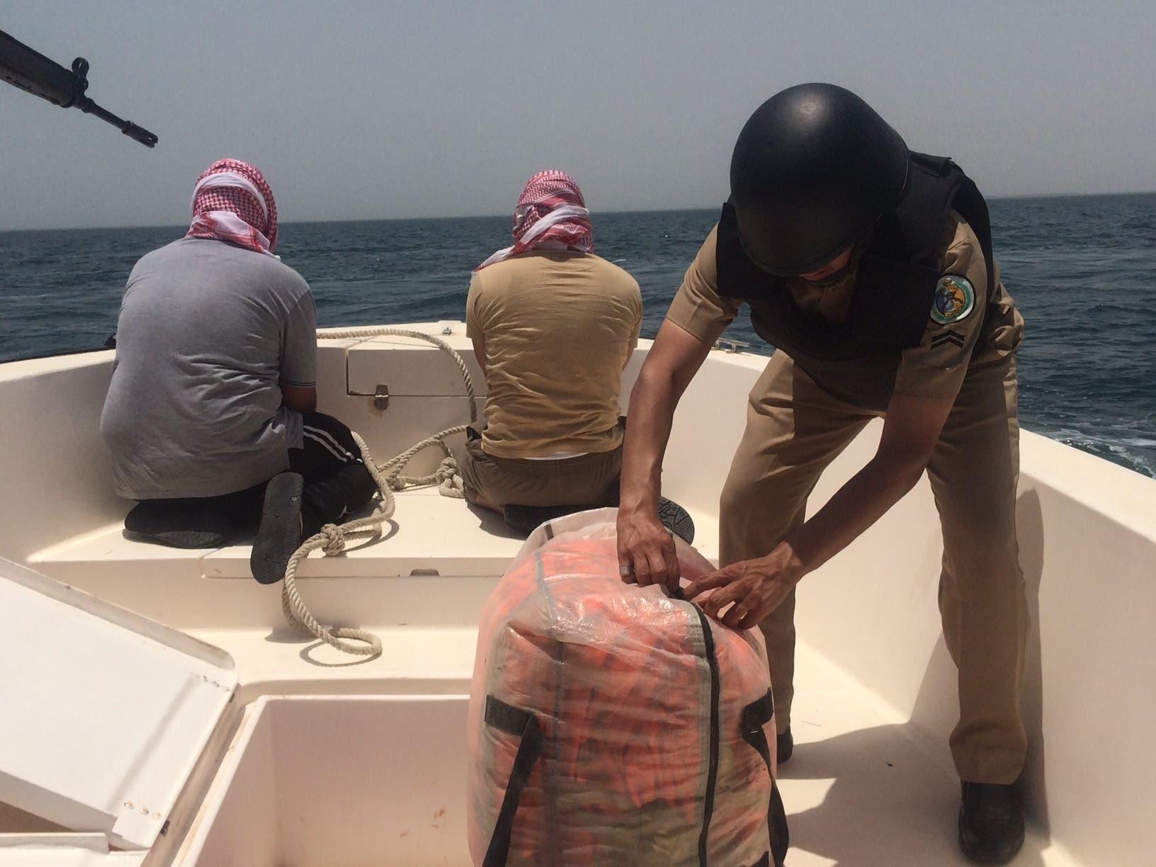 حرس الحدود خلال تنفيذ مهامها في القبض على المتسللين والمهربين في الشرقية في السعودية