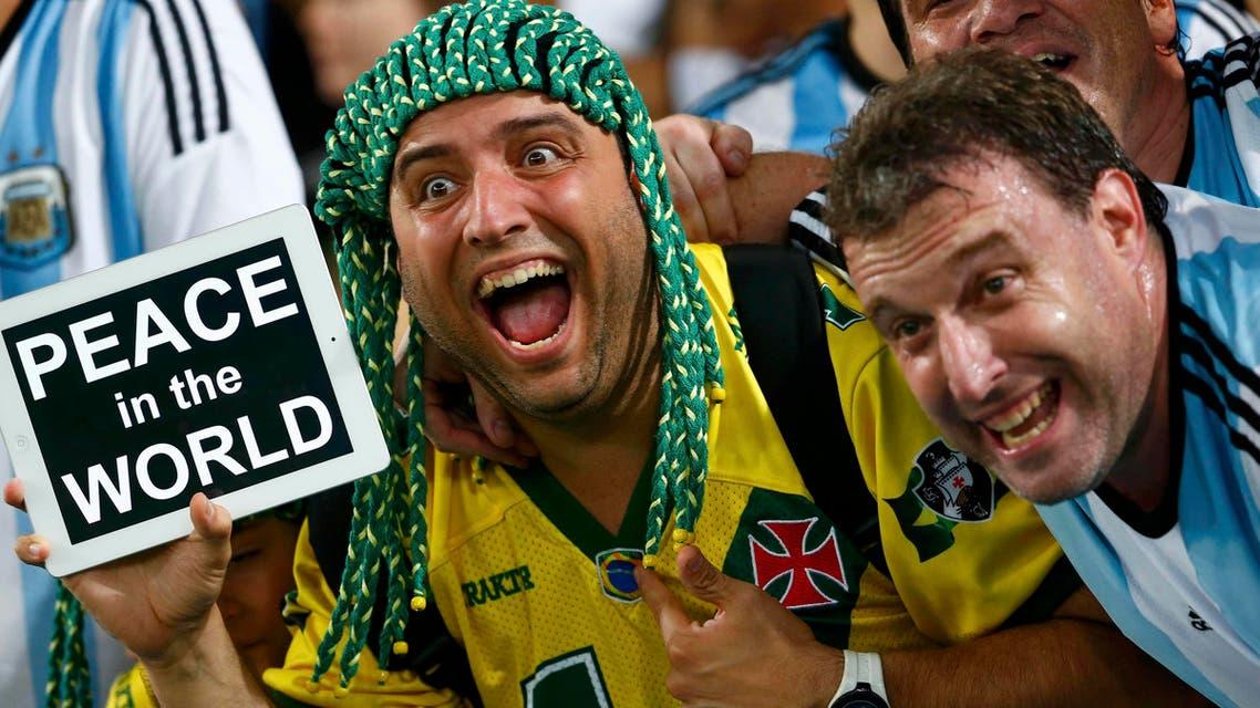 البرازيليون يطالبون بالسلام في العالم .. والسياح يريدون الأمان ببلادهم