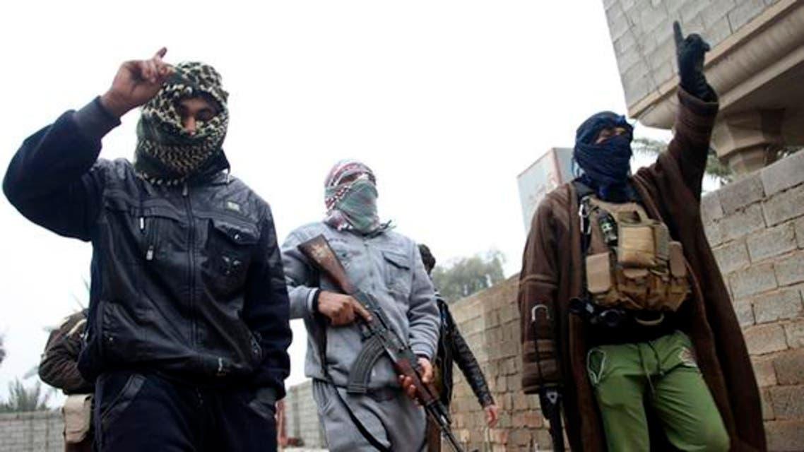 Gunmen fighters walk in the streets of the city of Fallujah, 50 kilometers (31 miles) west of Baghdad, Jan. 3, 2014. (photo by REUTERS)