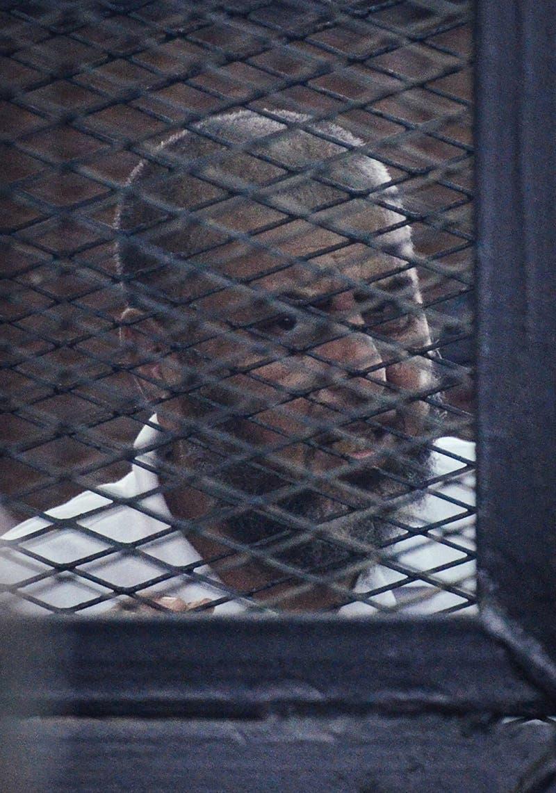 القيادي في جماعة الإخوان خيرت الشاطر أثناء المحاكمة في مصر