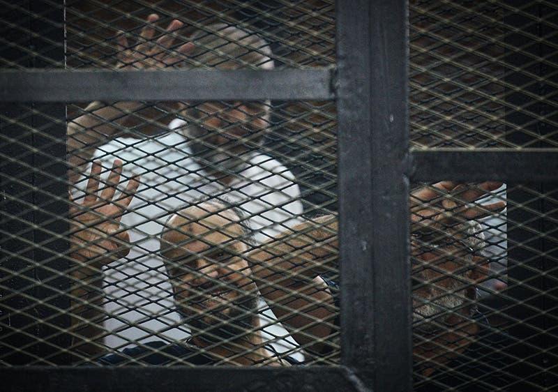 (أرشيفية)قيادات الاخوان البلتاجي و الشاطر وبديع اثناء المحاكمة في مصر