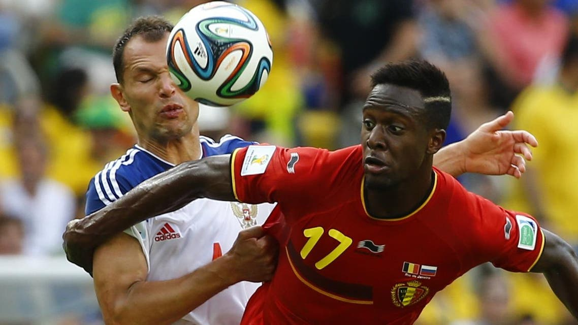 Russia's Sergey Ignashevich (L) fights for the ball with Belgium's Divock Origi during their 2014 World Cup Group H soccer match at the Maracana stadium in Rio de Janeiro June 22, 2014. (Reuters)