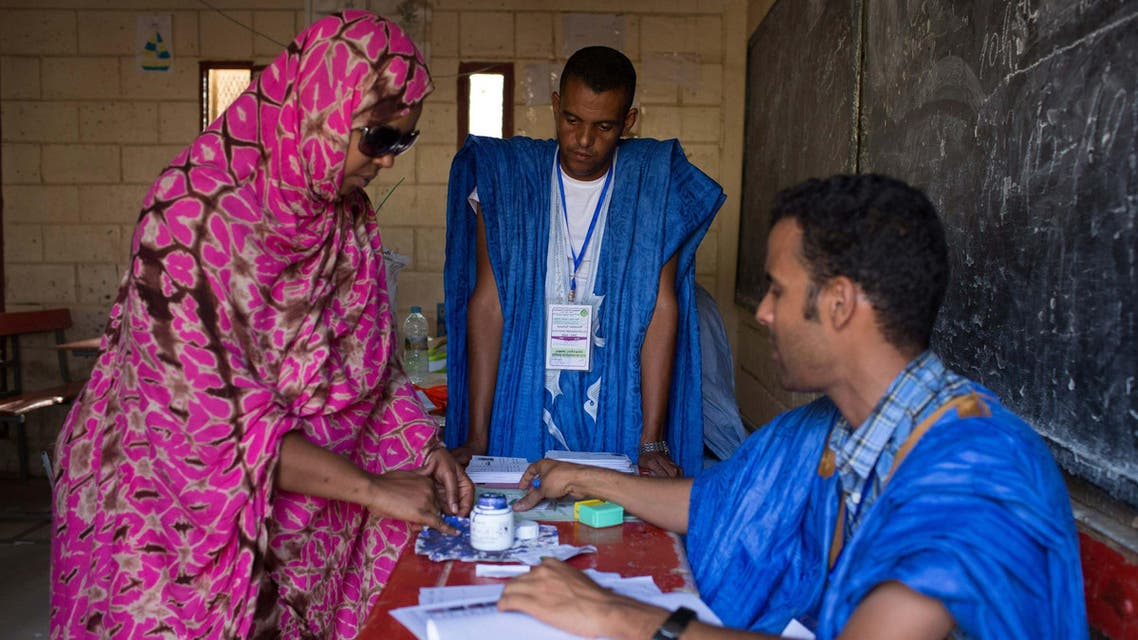 A woman has her finger dipped in ink after voting during the presidential elections in Nouakchott, June 21, 2014.