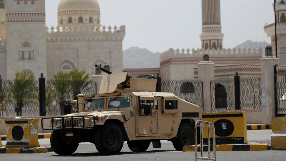 الجيش اليمني سيارة عسكرية مدرعة صنعاء اليمن