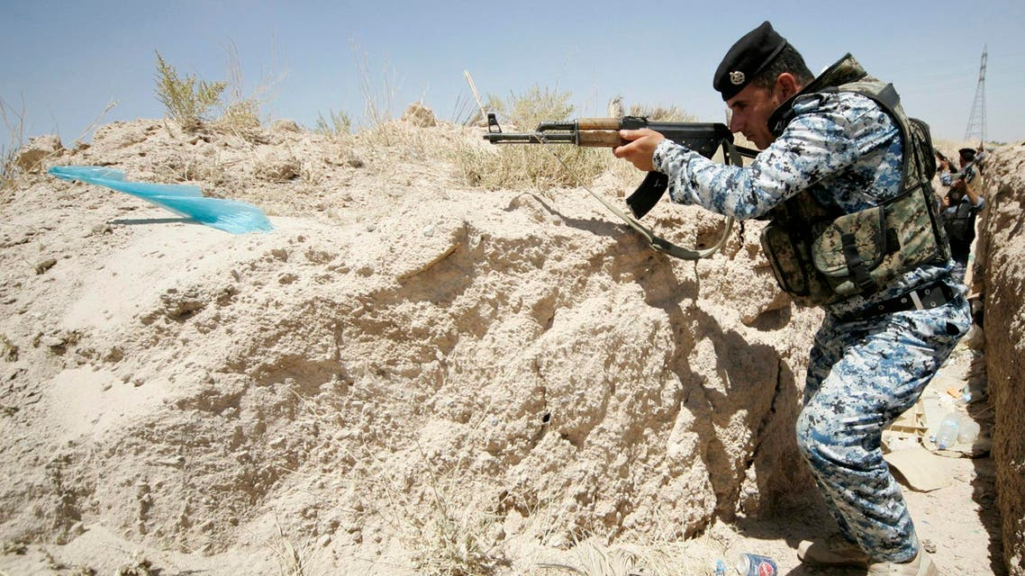A member of the Iraqi security forces takes position during a patrol looking for militants of the Islamic State of Iraq and the Levant (ISIL) at the border between Iraq and Saudi Arabia, June 23, 2014. reuters
